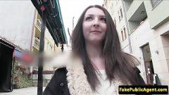 Rychlý prachy – 19 letá turistka se nechá oprcat